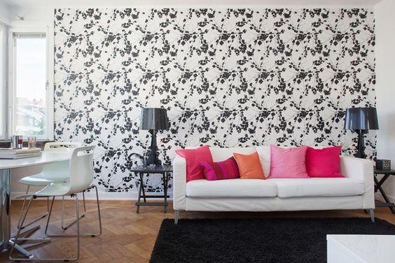 papier peint graphique noir&blanc + coussins roses