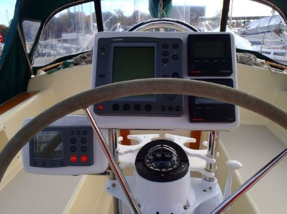 Only usage I've seen of the Navpod on stanchion. 1999 Caliber 40 LRC Sail Boat For Sale - www.yachtworld.com