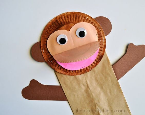 It's the year of the Monkey! We love this Chinese New Year monkey craft from iheartcraftything.com