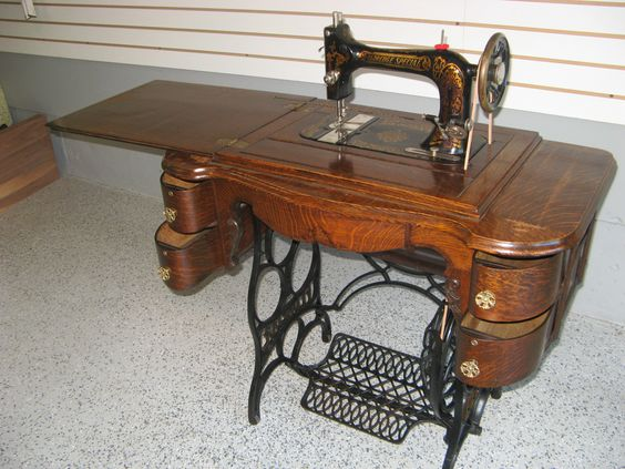 Early 1900s Eldredge Treadle Sewing Machine Amp 5 Drawer Oak
