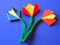 Eine Kinderleichte Blume Falten Basteln Gestalten Basteln Mit Kleinkindern Blumen Blumen Falten Basteln Fruhling Kindergarten