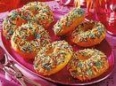 Donuts mit bunten Zuckerstreuseln