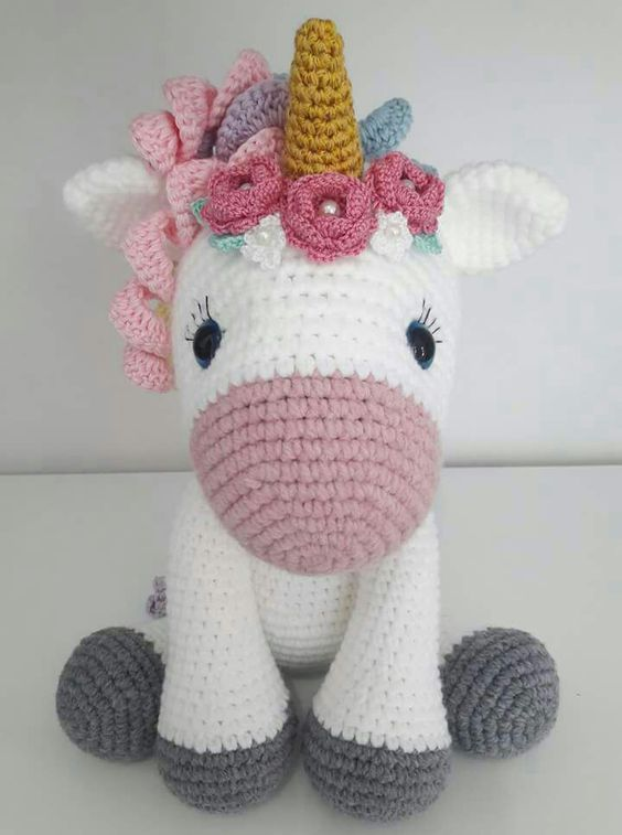 Free Crochet Unicorn Pattern - thefriendlyredfox.com | 757x564