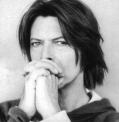 Si David Bowie n'a plus sorti d'album studio depuis 2003, sa présence nimbe continuellement notre monde musical, de tribute en influence revendiquée par ses pairs. Depuis dimanche dernier, c'est même un peu plus que ça puisque des chansons ...