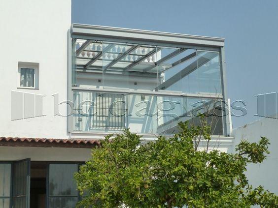 Terraza acristalada con cortinas de cristal sin perfiles for Techos de terrazas