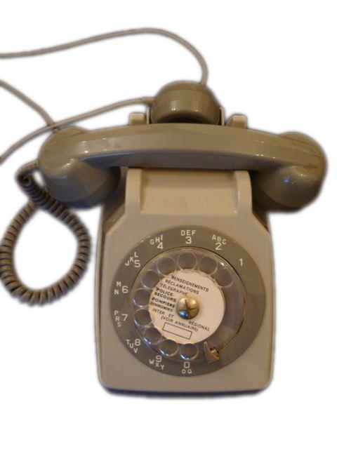 Téléphone à cadran vintage - Modèle Socotel S63 - Couleur gris (occasion - pour la déco)  Driiiiinnnnnnggggggggg !!!!