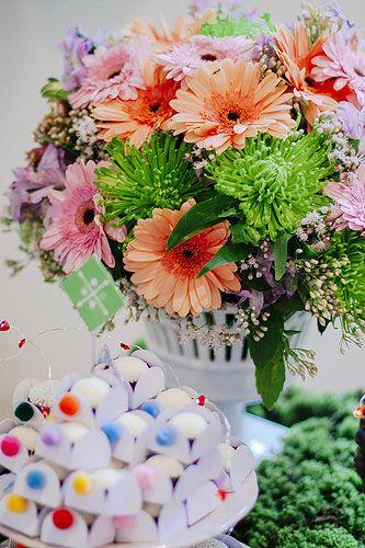 Festa Infantil. Flores. Party. Pompom. Flowers. - by  http://www.bacurifestas.com.br/ - parceria Florinda Festas