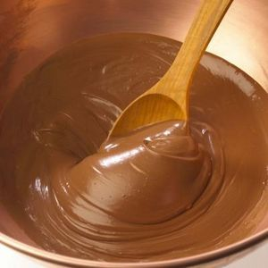 How to Thin Chocolate With Coconut Oil: 7oz chocolate & 2Tbsp oil.