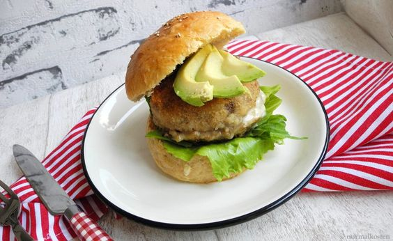 cheese stuffed portobello burger // nurmalkosten.com