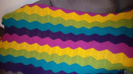 Rainbow ripple stitch blanket, saskia and royal yarn