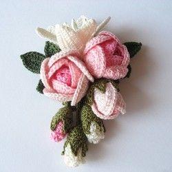レース編み 薔薇とゆりのコサージュ: