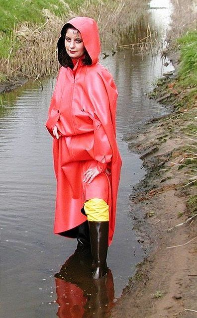 Cheap Insurance For Teens >> Paddling in her red rubber cape and black wellies | Vêtements et accessoires à porter ...