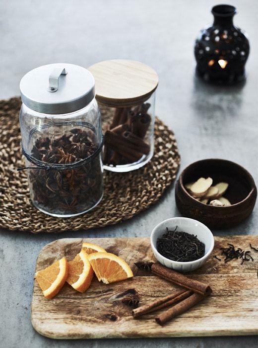 Seasonal Spices In Jars And Cinnamon Sticks On A Board Gemutliche Weihnachten Zimtstangen Und Tee Rezepte