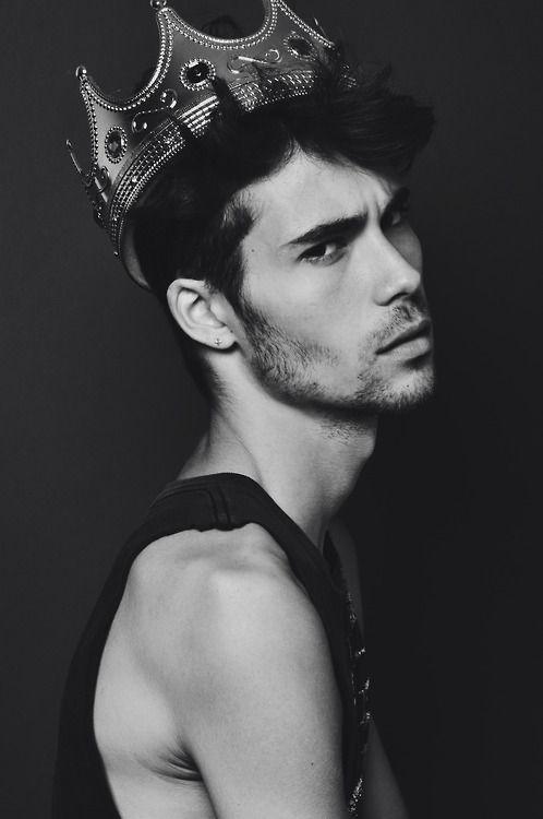 Prince Everett of Tauschen. =D <3 {Before he ran away. x]} Thank you, Kat!! =D *hug*:
