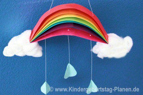 Leuchtend bunte Regenbogen basteln mit Kindern ... vielleicht an einem Regentag oder zum Thema Arche Noah?