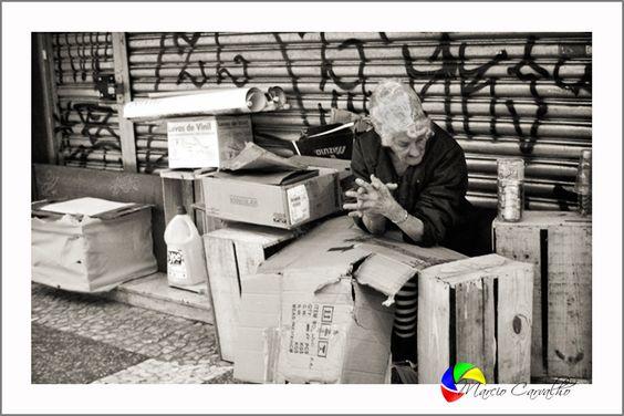 """Projeto """"RUA"""" realizado no centro velho de São Paulo, com câmera amadora, bem de perto, discretamente. Sem deixar o fotografado perceber que estava em foco."""