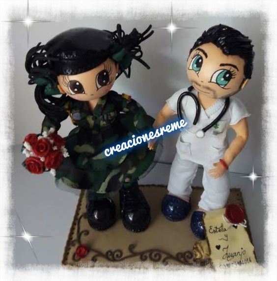Muñequitas.creacionesreme.Fofuchas en goma eva Pareja de fofuchos de boda  fofucha militar  fofucho enfermero #fofuchas #regalosboda #muñecostarta