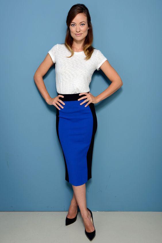 TIFF. Olivia Wilde con una camiseta básica de Rag and Bone, una falda de bloques de color de Michael Kors y stiletto de Jimmy Choo