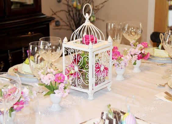 Table Decorations Centerpieces | ... Table Décor | Birdcage and Egg Cups Centerpiece | Spring Table Décor