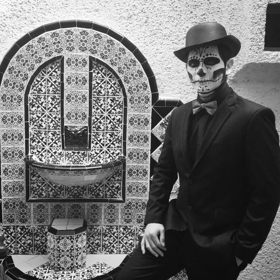 A Comprehensive Guide On How To Dress For Day Of The Dead For Both Women And Men What To Wear Makeup Dos And Don Day Of The Dead Dead Day