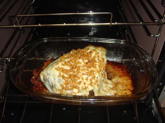 1 kg de picanha  - 1colher de sopa de margarina  - 1 colher de sal grosso  - 6 fatias de queijo mussarela  - 1 colher de sopa de alho frito  -