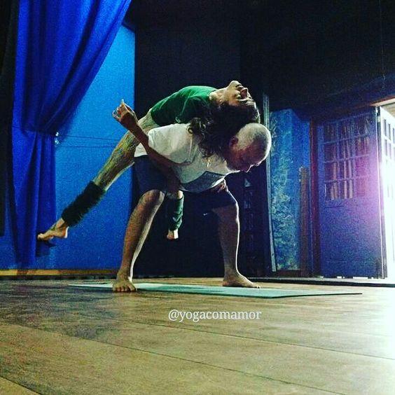 Yoga em dupla. Yoga couple