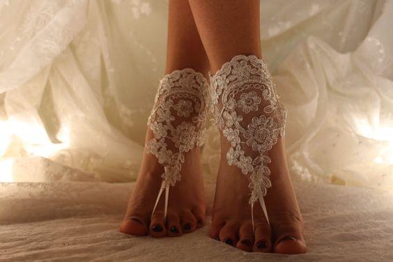 Ivory Encaje sandalias pies descalzos, sandalias pies descalzos de la boda de playa, sandalias de Novia de encaje, boda pulsera para el tobillo, zapatos de boda, boda joyas de pie