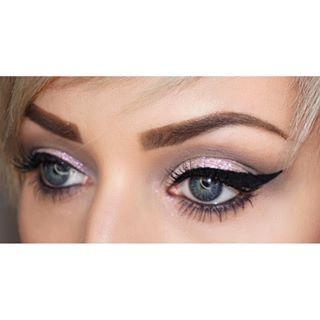 Instagram photo by alicia_wunderbar - #goodmorning  Ich habe Samstags diesen #look gezaubert. Wenn ihr sehen wollt, wie es funktioniert, dann schaut auf meinem YouTube Kanal vorbei ☺️ #channel #makeup #youtube #happy #instamakeup #wakeupandmakeup #mua #makeupartist #eyes #eyeliner #eyebrows #eyemakeup #glittereyes #glitter #shorthair #hairstyle #hair #pigments #photooftheday #picoftheday #happy #love