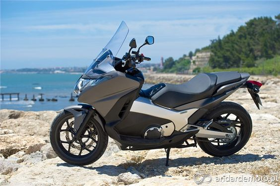 Honda Integra 750 em test-drive