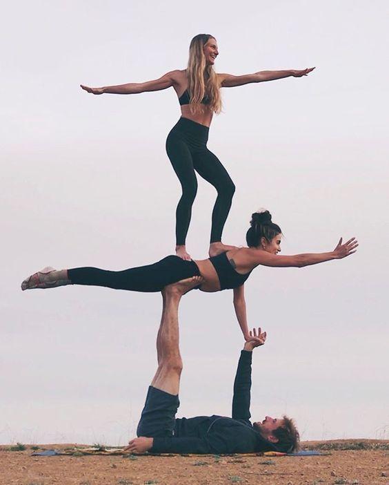Beeindruckende Und Herausfordernde Yoga Posen New Ideas Yogaposes Beeindruckende Herausfordernd Acro Yoga Poses Three Person Yoga Poses Partner Yoga Poses