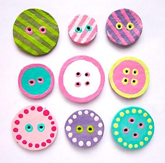 Deixe a decoração mais divertida com esses botões coloridos de papelão. #decor #botões
