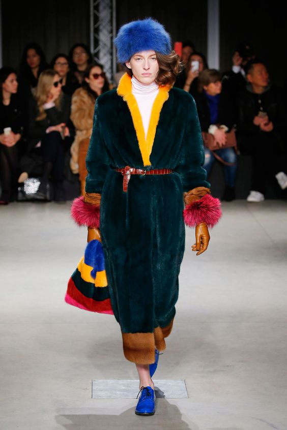 See the complete Simonetta Ravizza Fall 2017 Ready-to-Wear collection.