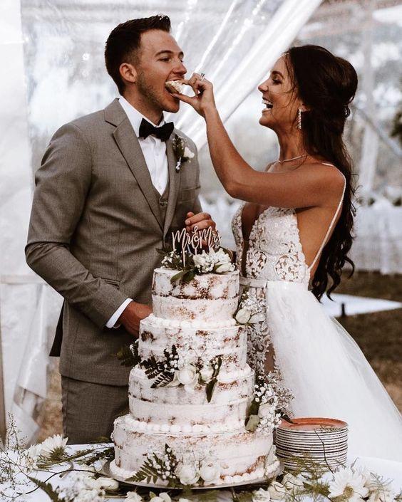 doğal düğün pozu