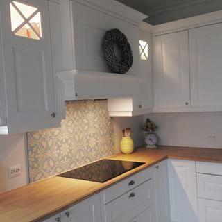 Fliser over kjøkkenbenk
