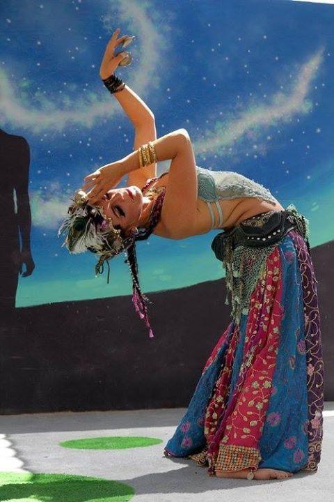 """""""Não é o ritmo nem os passos que fazem a dança. Mas a paixão que vai na alma de quem dança."""" Augusto Branco"""