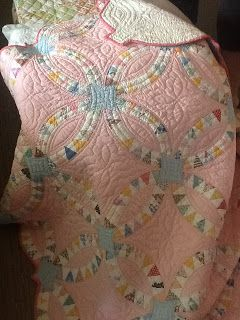 Gorgeous antique pink pickle dish quilt from Quilting in My Pyjamas: Weekend Tales