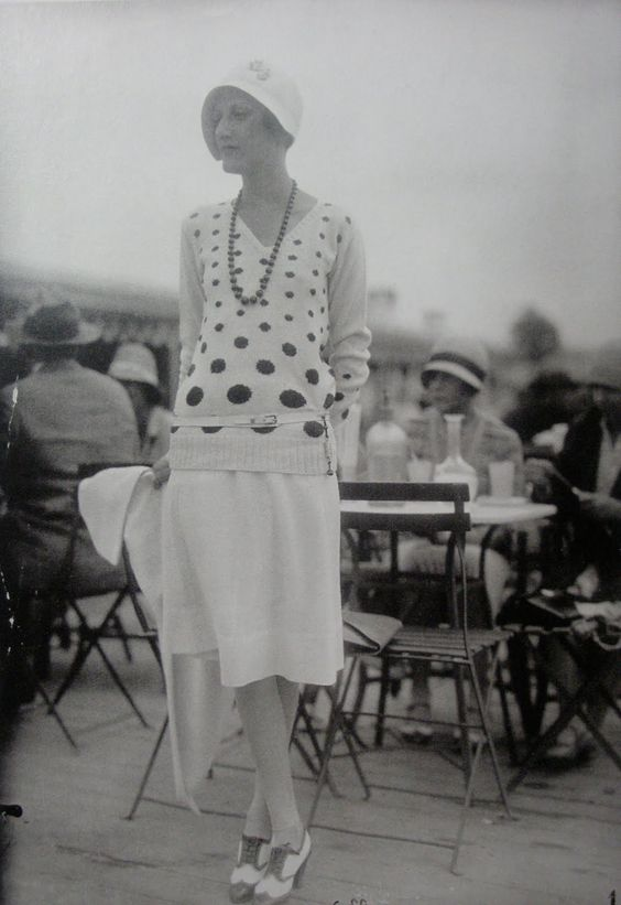 the missing American, Phillipa Anne Crosby? Harris Stuyvesant investigating the terraces and cafes...  Bones of Paris