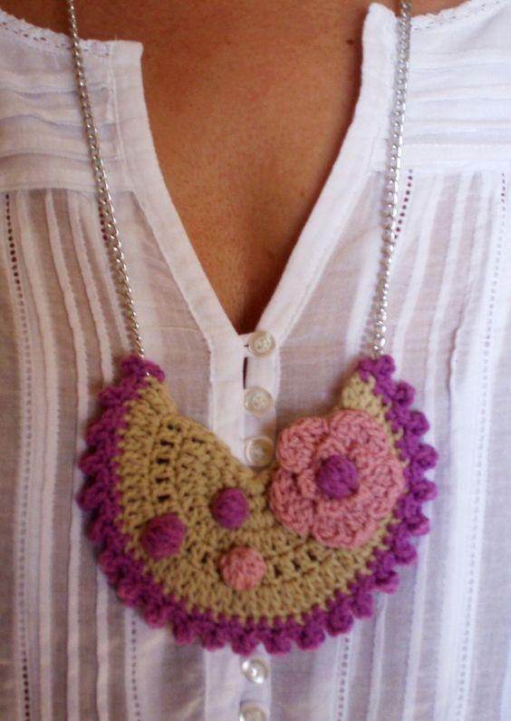 #Complementos de #moda.Collar babero realizado en #crochet .Diseño de DIDIcrochet. Venta,  . http://DIDIcrochet.dawanda.com
