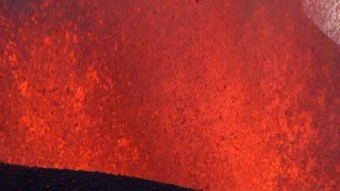 Eyjafjallajökull, Cráter volcánico, Lava, Erupción Volcánica, Rociar, Chispa, Calor, Fuerza de la naturaleza, Islandia, Rociadura, Montaña, Día, Stock Footage,