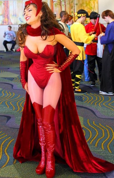 Scarlet Witch cosplay andale así de #Sabrotza