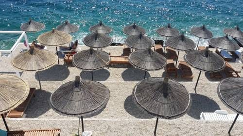 Barracuda Hotel Sarandë Offering a seasonal outdoor pool and a private beach area, Barracuda Hotel is situated in Sarandë, 28 km from Corfu Town. Guests can enjoy the on-site bar. Free WiFi is offered and free private parking is available on site.