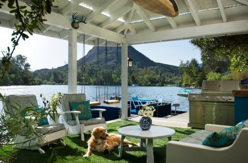 love the use of grass  as a base under the outdoor patio,softer on the toes!!