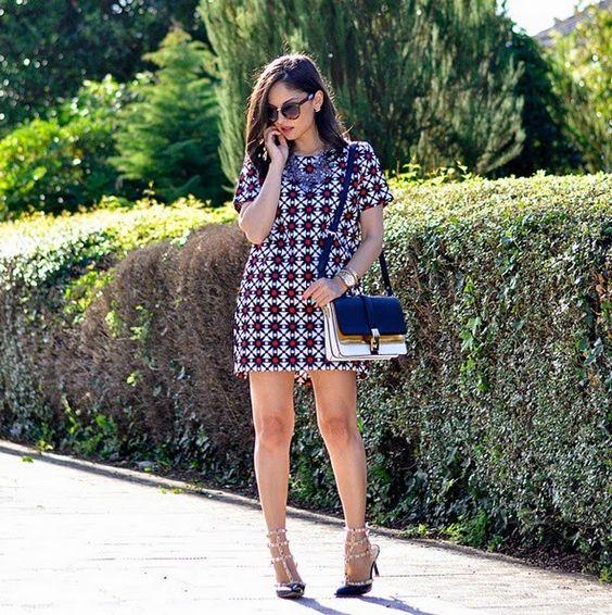Todas temos alguma blogger que seguimos e gostamos, eu não sou diferente, tenho algumas preferidas, muito mais pelo estilo e pelas fotos do que pelo glamour que representam, Alba é uma delas, adoro as combinações e repetições de peças na composição dos looks. Vestido estampado