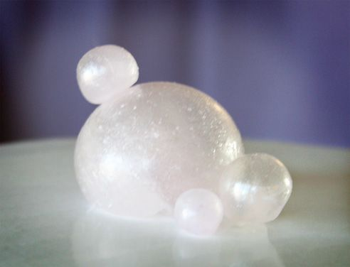 Making Sugar Globes ... you can even add colour to these to create edible Christmas baubles for decorating a Christmas cake