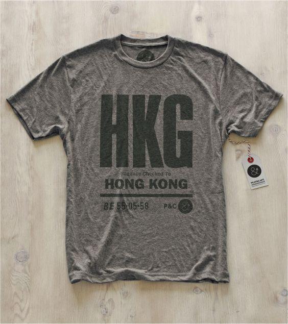 Pilot & Captain – BKK | SIN | HKG  Pilot & Captain, dont nous venons tout juste de présenter le concept, vient de sortir 3 nouveaux t-shirts, en prenant la direction de l'Asie. Trois nouvelles villes ont donc été ajoutées à leur magnifique collection : Bangkok, Hong-Kong et Singapour. A découvrir en détail dans la suite de notre billet…  http://www.grafitee.fr/tee-shirt/pilot-captain-asia/  #lifestyle #fashion #concept #typo #Tshirts #USA #PilotAndCaptain