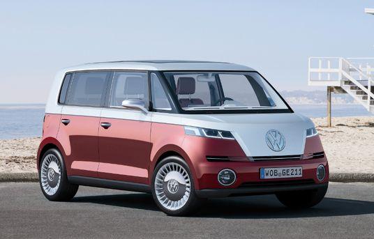 Volkswagen #Oscaro.com Pieces Auto.  Dix ans après le concept Microbus, Volkswagen présente une nouvelle vision moderne du célèbre Combi, baptisée New Bulli.