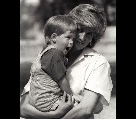 As encantadoras fotos do príncipe Harry em criança | SAPO Lifestyle