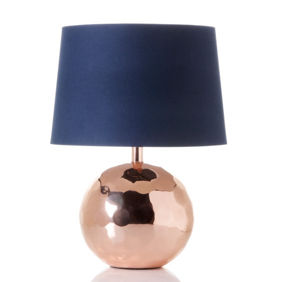 Beautiful lamp! Would love it with a grapic, black and white or grey, print lampshade <3