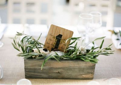 caja de madera. plantas. flores. decoración. boda. casa. fiesta. wooden crate. decor www.yourbox.bigcartel.com