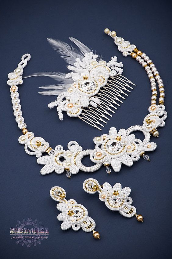 Hey, I found this really awesome Etsy listing at https://www.etsy.com/listing/229870436/a-charming-kit-for-brides